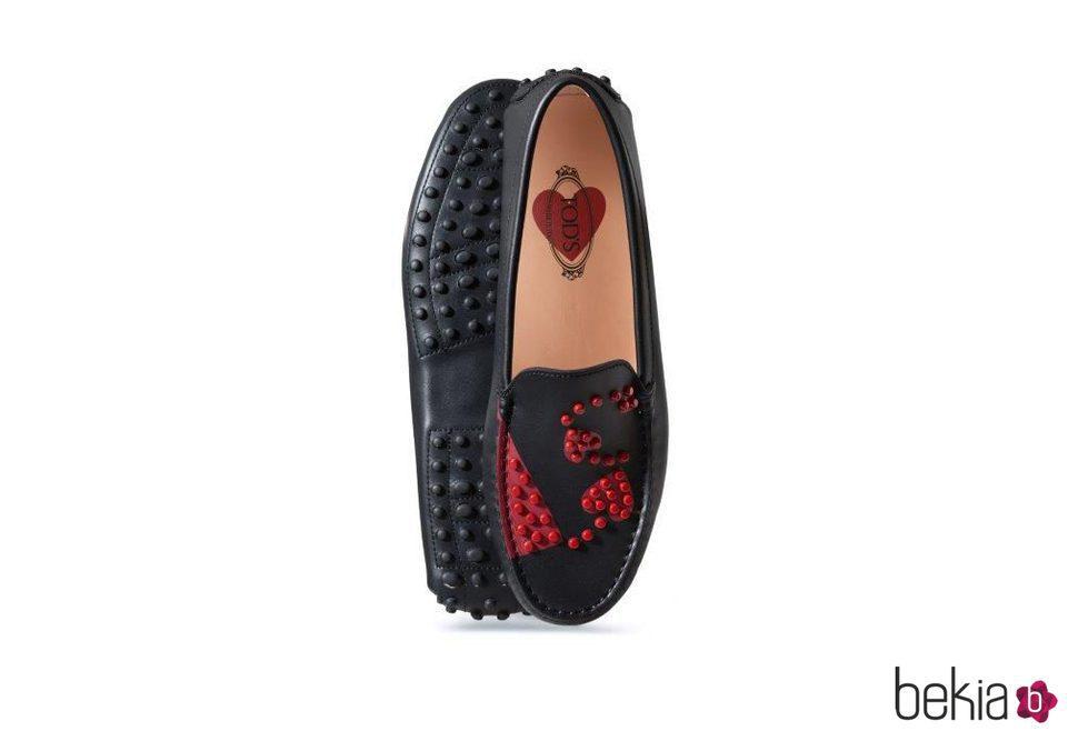 Mocasines negros con corazones de Tod's colección San Valentín 2017