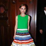 Natalie Portman con una camisa greenery en el Ballet Nacional de París en 2015