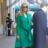 Ivanka Trump con un vestido y un abrigo con volumen en Nueva York