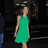 Amal Clooney con un vestido verde en las calles de Nueva York en 2015