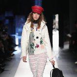 Chaqueta acolchada blanca de Desigual otoño/invierno 2017/2018 en la New York Fashion Week