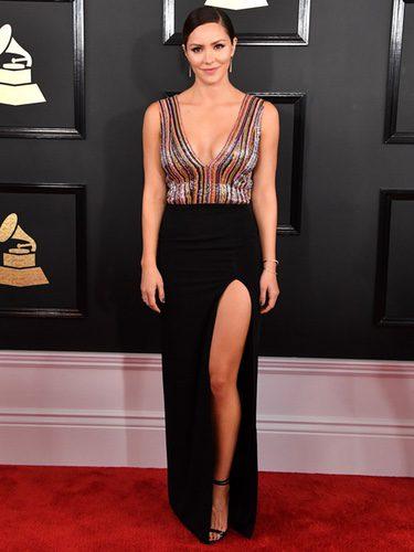 Katharine McPhee con un vestido colorido en los Grammy 2017