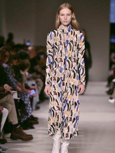Vestido estampado de Victoria Beckham otoño/invierno 2017/2018 en la New York Fashion Week