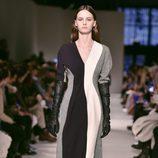 Vestido midi de Victoria Beckham otoño/invierno 2017/2018 en la New York Fashion Week