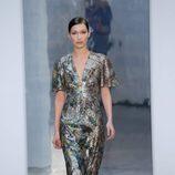 Bella Hadid desfilando para Carolina Herrera otoño/invierno 2017/2018 en la New York Fashion Week
