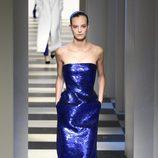 Vestido brillante de Oscar de la Renta otoño/invierno 2017/2018 en la New York Fashion Week