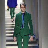 Traje de chaqueta de Oscar de la Renta otoño/invierno 2017/2018 en la New York Fashion Week