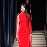 Vestido largo y rojo de Monse otoño/invierno 2017/2018 en la New York Fashion Week