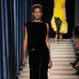 Vestido midi negro de Monse otoño/invierno 2017/2018 en la New York Fashion Week