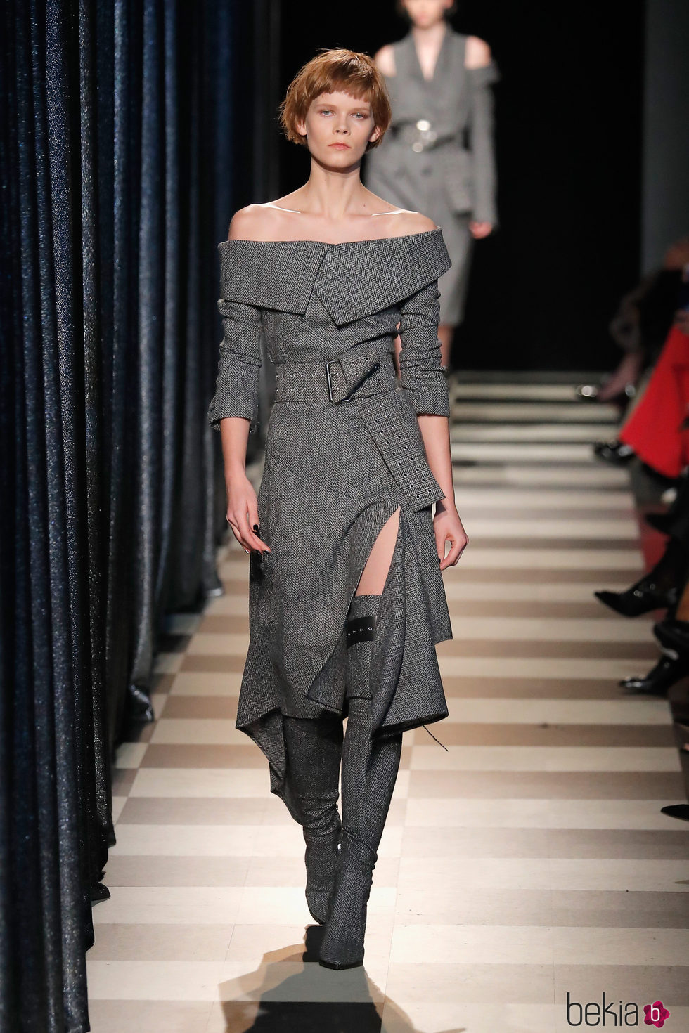 Vestido asimétrico de Monse otoño/invierno 2017/2018 en la New York Fashion Week