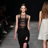 Camisa con transparencias de Narciso Rodriguez otoño/invierno 2017/2018 en la New York Fashion Week