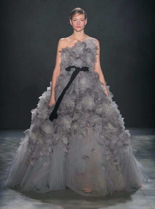 Vestido voluminoso de Marchesa otoño/invierno 2017/2018 en la New York Fashion Week