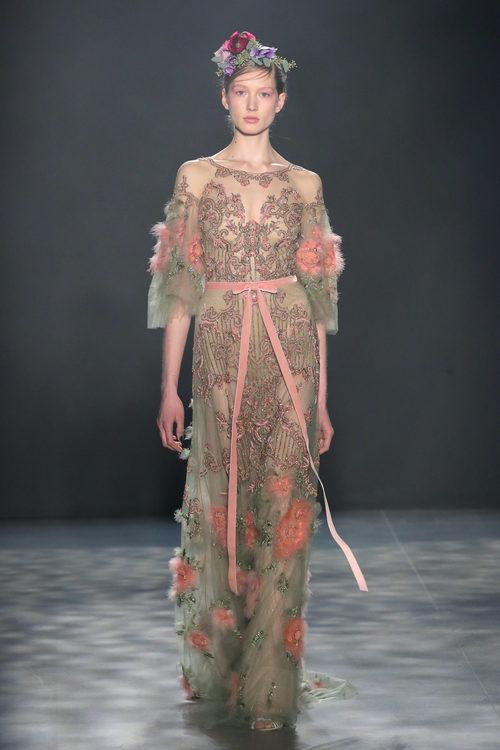 Vestido de tul y flores de Marchesa otoño/invierno 2017/2018 en la New York Fashion Week