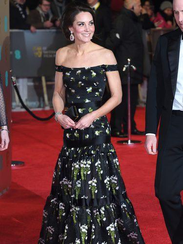 Kate Middleton con un vestido de Alexander McQueen en los Premios Bafta 2017