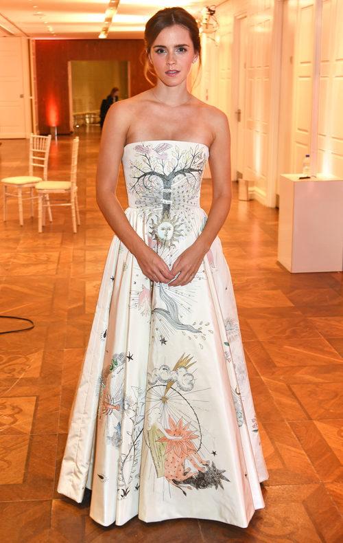 Emma Watson con un look de Dior en los Elle Style Awards 2017