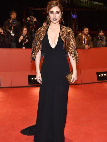 Blanca Suárez con un vestido negro en la alfombra roja de la Berlinale 2017