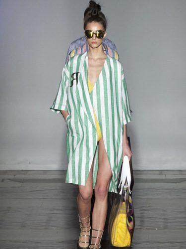 Camisa a rayas verde de Roberto Verino primavera/verano 2017/2018 en la Madrid Fashion Week