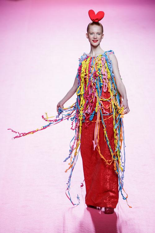 Vestido de serpentina de Ágatha Ruiz de la Prada otoño/invierno 2017/2018 en la Madrid Fashion Week