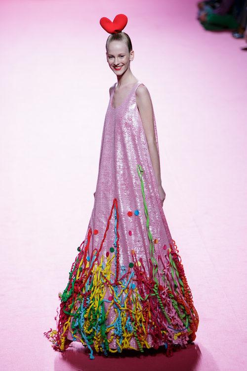 Vestido rosa de Ágatha Ruiz de la Prada otoño/invierno 2017/2018 en la Madrid Fashion Week
