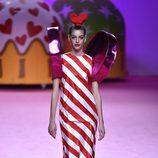 Vestido en forma de caramelo de Ágatha Ruiz de la Prada otoño/invierno 2017/2018 en la Madrid Fashion Week