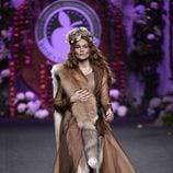 Vestido marrón de gasa de Francis Montesinos para la colección otoño/invierno 2017/2018 presentada en Madrid Fashion Week