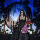 Vestido de novia negro de Francis Montesinos para la colección otoño/invierno 2017/2018 presentada en Madrid Fashion Week