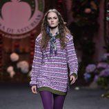 Jersey de punto y medias moradas de Francis Montesinos para la colección otoño/invierno 2017/2018 presentada en Madrid Fashion Week