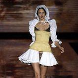 Corsé dorado en el desfile de Andrés Sardá en Madrid Fashion Week otoño/invierno 2017/2018