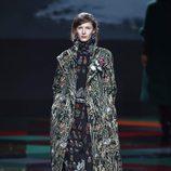 Mono y abrigo negro y verde de Ailanto de la colección otoño/invierno 2017/2018 para Madrid Fashion Week