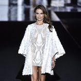 Almudena Fernández desfilando para Duyos otoño/invierno 2017/2018 en la Madrid Fashion Week