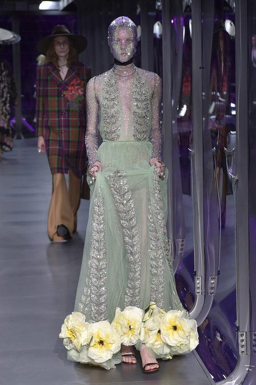 Vestido brilly de Gucci otoño/invierno 2017/2018 en la Milán Fashion Week