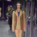 Traje camel de Gucci otoño/invierno 2017/2018 en la Milán Fashion Week