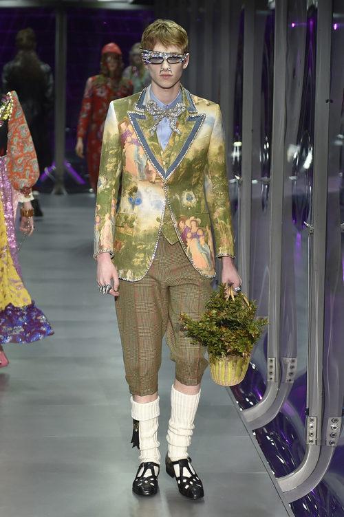 Traje verde de seda de Gucci otoño/invierno 2017/2018 en la Milán Fashion Week