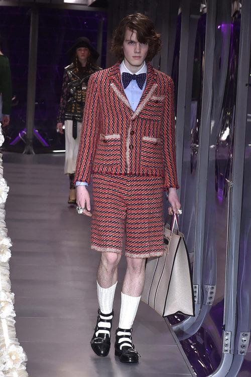 Traje de chaqueta con bermudas de Gucci otoño/invierno 2017/2018 en la Milán Fashion Week