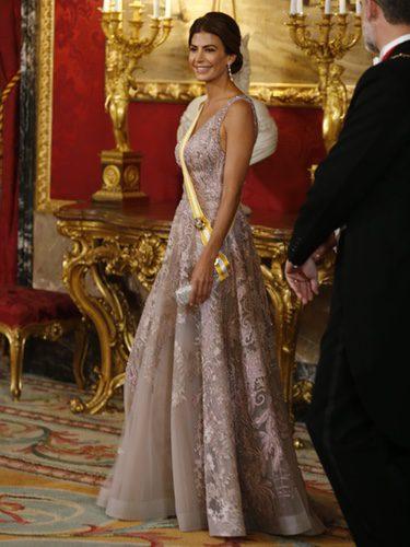 Juliana Awada con un vestido joya en la cena de honor al Pesidente de la República Argentina