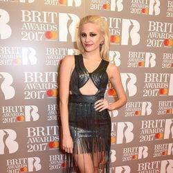 Pixie Lott con un look punk en los BRIT Awards 2017