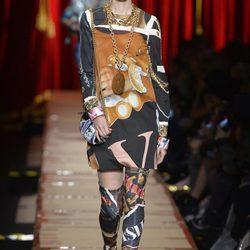 El reciclaje se sube a la Milán Fashion Week con el otoño/invierno 2017/2018 de Moschino