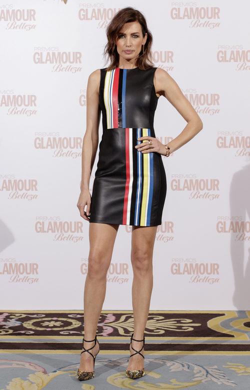 Nieves Álvarez con un vestido geométrico en los Premios Glamour Belleza 2017
