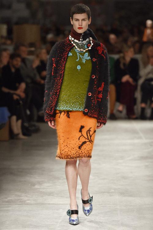 Falda de tubo de Prada otoño/invierno 2017/2018 en la Milán Fashion Week