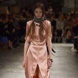 Vestido de seda de Prada otoño/invierno 2017/2018 en la Milán Fashion Week