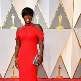 Viola Davis con un vestido rojo intenso en los Premios Oscar 2017
