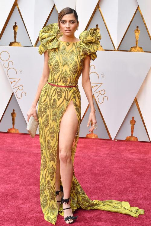 Blanca Blanco con un vestido estampado en la alfombra roja de los Premios Oscar 2017