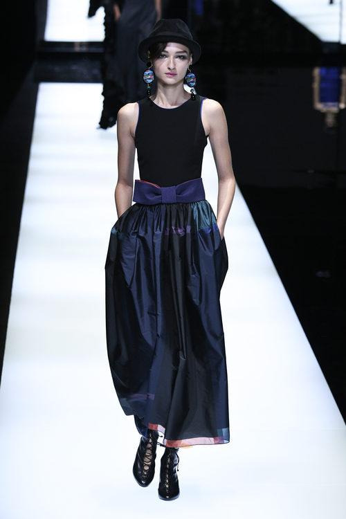 Falda-pantalón de Giorgio Armani otoño/invierno 2017/2018 en la Milán Fashion Week