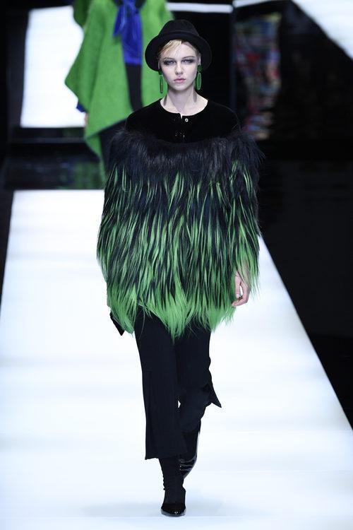 Abrigo de pelo de Giorgio Armani otoño/invierno 2017/2018 en la Milán Fashion Week