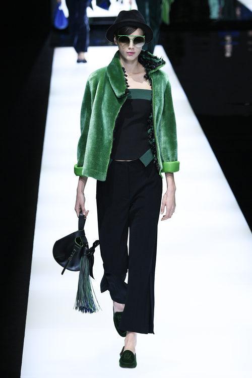 Chaqueta greenery de Giorgio Armani otoño/invierno 2017/2018 en la Milán Fashion Week