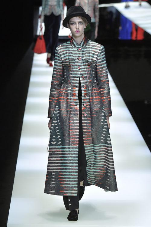 Abrigo oversize de Giorgio Armani otoño/invierno 2017/2018 en la Milán Fashion Week