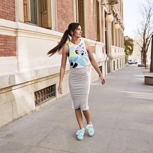 Cristina Pedroche con una falda gris de Puma primavera/verano 2017