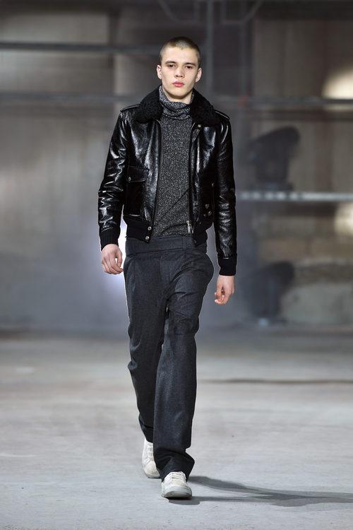 Chaqueta estilo aviador de Saint Laurent otoño/invierno 2017/2018 en la París Fashion Week