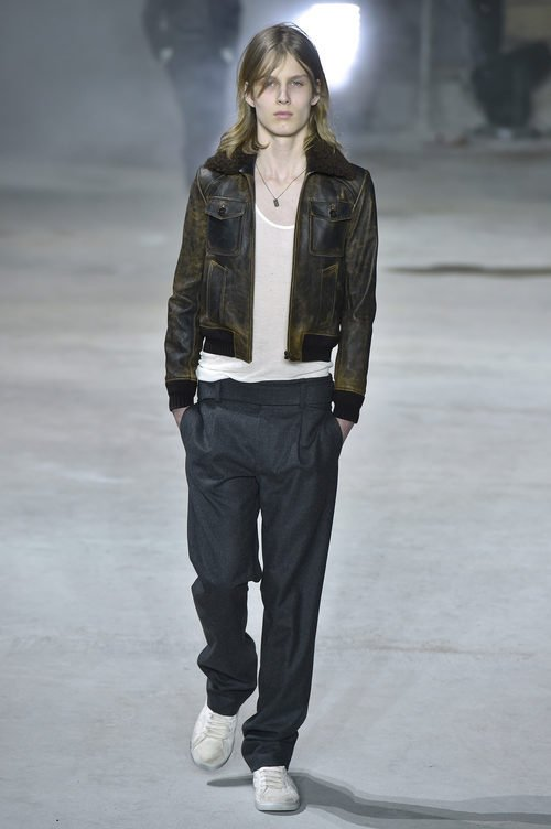 Chaqueta degradada de Saint Laurent otoño/invierno 2017/2018 en la París Fashion Week