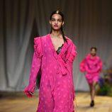 Vestido rosa fucsia de H&M Studio primavera/verano 2017 en la Paris Fashion Week